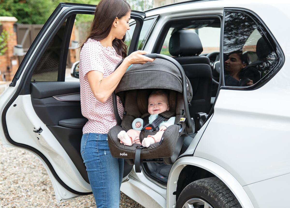 Potepanja z lupinico Joie® i-Gemm™ 2 z avtomobilom in vozičkom